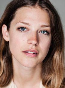 Emma Louise Saunders - AlloCiné