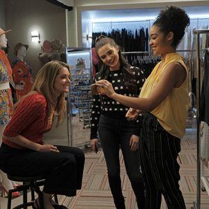 Photo Aisha Dee, Katie Stevens, Meghann Fahy