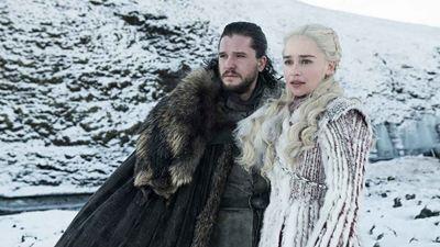 """Game of Thrones : Emilia Clarke """"contrariée"""" par le sort réservé à Jon Snow à la fin de la série [SPOILERS]"""