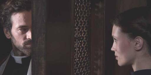 Bande-annonce La Confession : l'ensorcelante Marine Vacth sous le charme du prêtre Romain Duris
