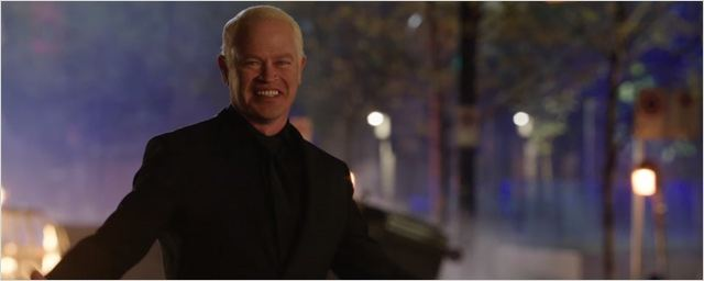 Arrow saison 4 : Damian Darhk veut en finir avec l'humanité dans la bande-annonce du final