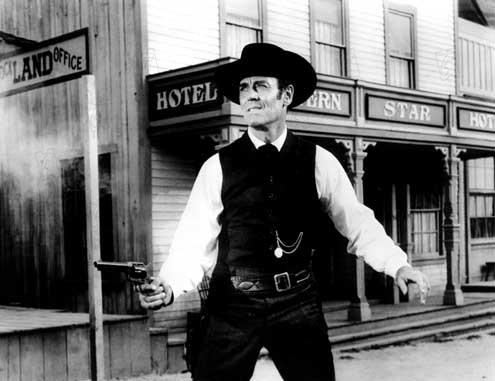 L'Homme aux colts d'or : photo Edward Dmytryk, Henry Fonda