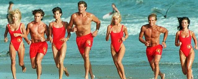 Alerte à Malibu : saviez-vous pourquoi les acteurs courent au ralenti dans la série ?