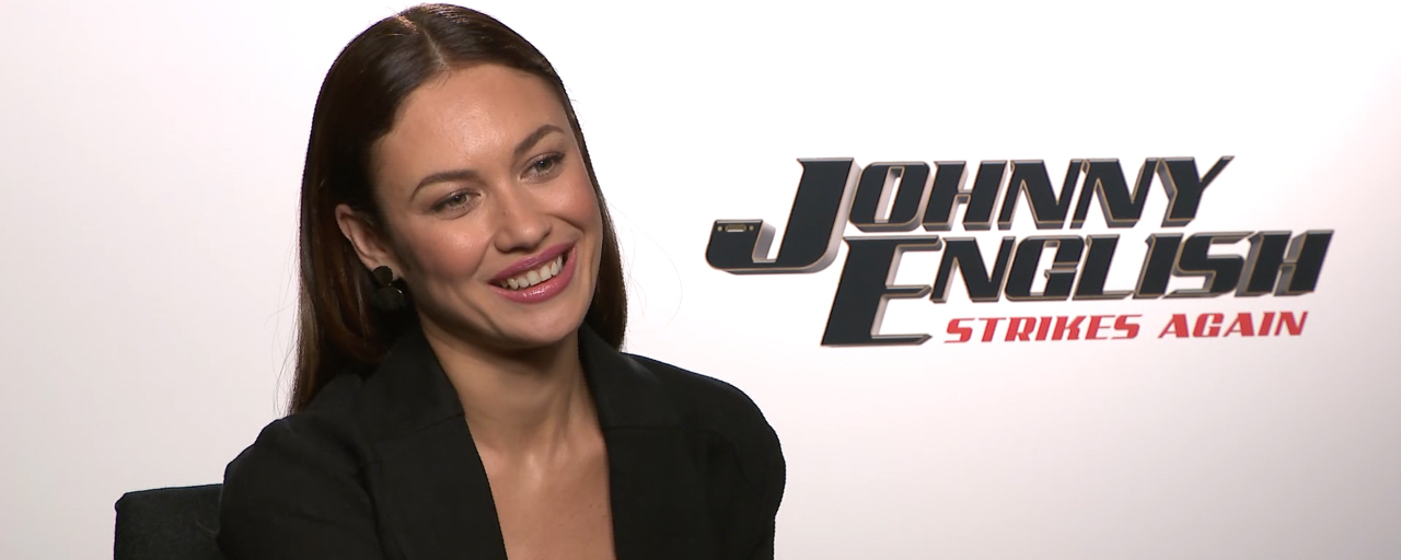 "Johnny English contre-attaque : ""J'avais l'impression de refaire James Bond mais avec de l'humour"", confie Olga Kurylenko"