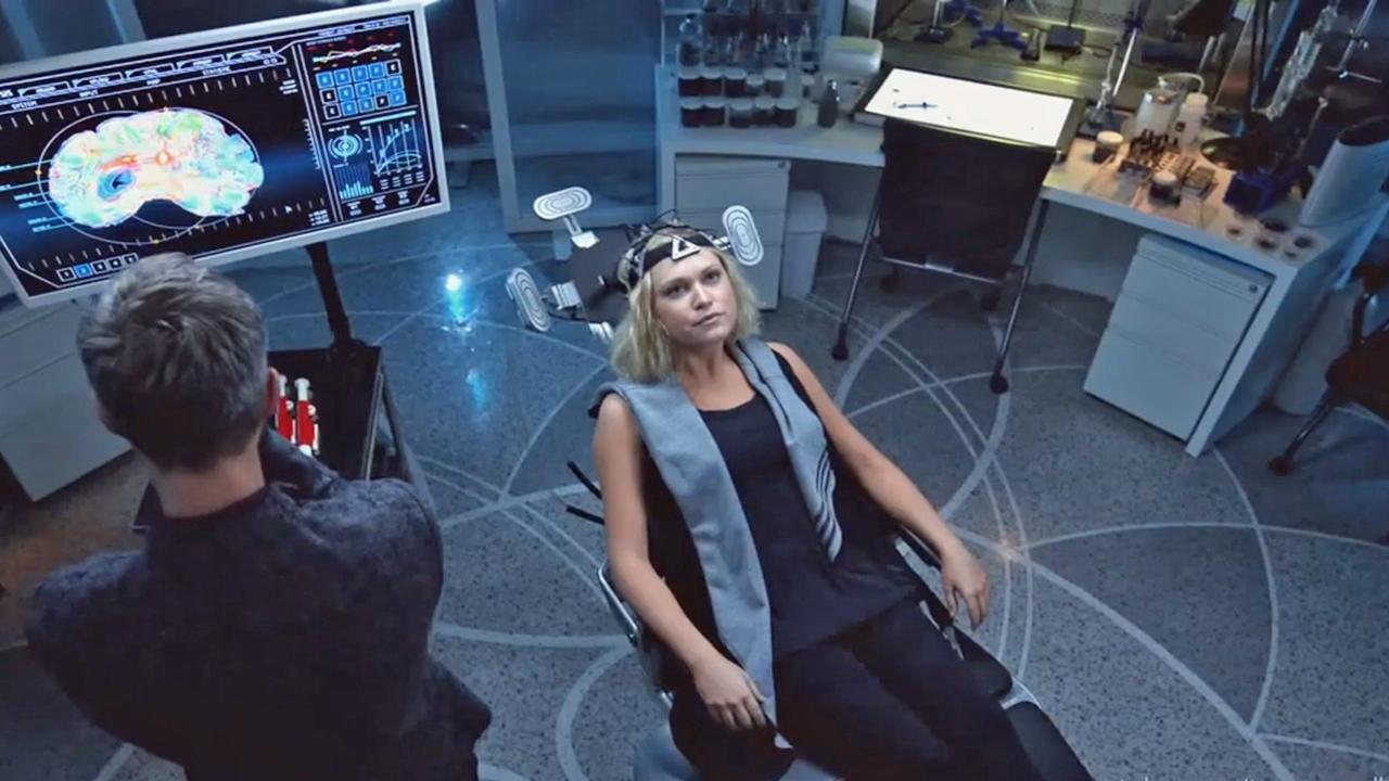 The 100 : Bellamy tente de sauver Clarke dans le teaser de l'épisode 8