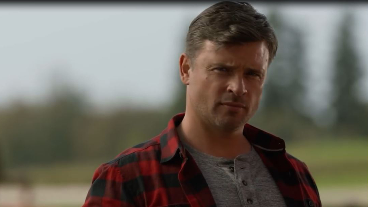 Arrow : Tom Welling (Smallville) et Bruce Wayne dans la bande-annonce du cross-over