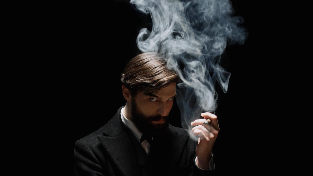 Freud sur Netflix : que vaut la série policière où le père de la psychanalyse devient enquêteur ?
