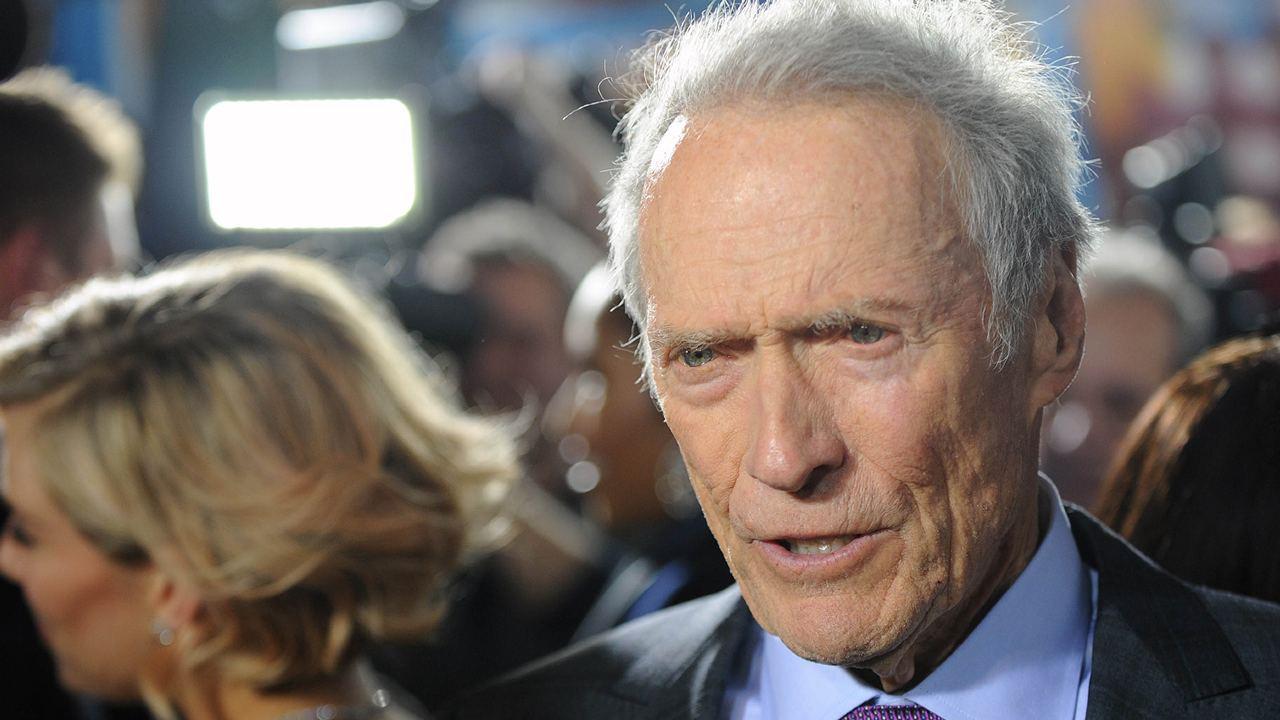 Clint Eastwood a 90 ans : saviez-vous qu'il avait failli mourir dans un accident d'avion à 21 ans ?