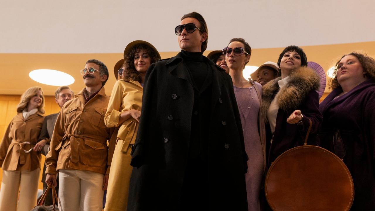 Halston sur Netflix : les comparaisons entre le casting et les vrais personnages