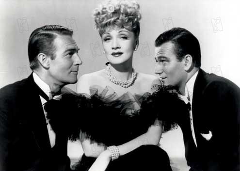 La Fièvre de l'or noir : Photo John Wayne, Lewis Seiler, Marlene Dietrich, Randolph Scott