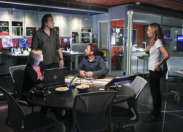 Photo Gillian Alexy, John Corbett, Kim Raver, Scott Grimes