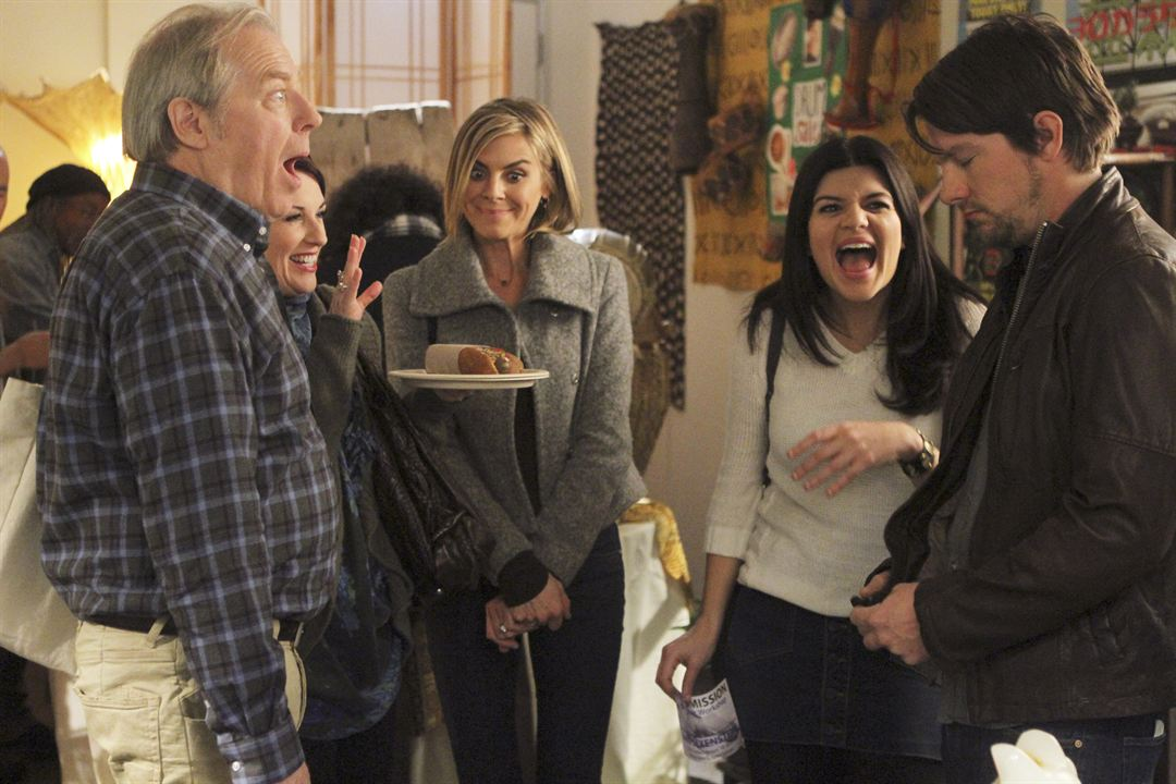 Photo Casey Wilson, Eliza Coupe, Megan Mullally, Michael McKean, Zachary Knighton