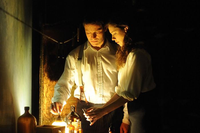 La Maison des Ombres : Photo Dominic West, Rebecca Hall