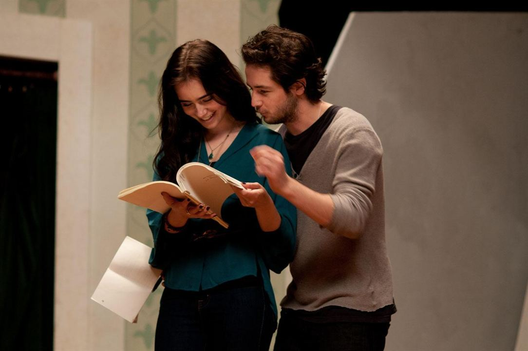 The English Teacher : Photo Lily Collins, Michael Angarano