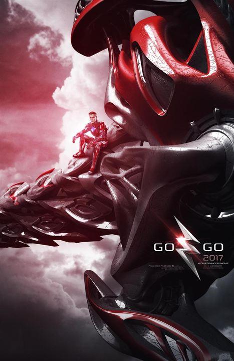 Les Power Rangers posent avec leurs Zords