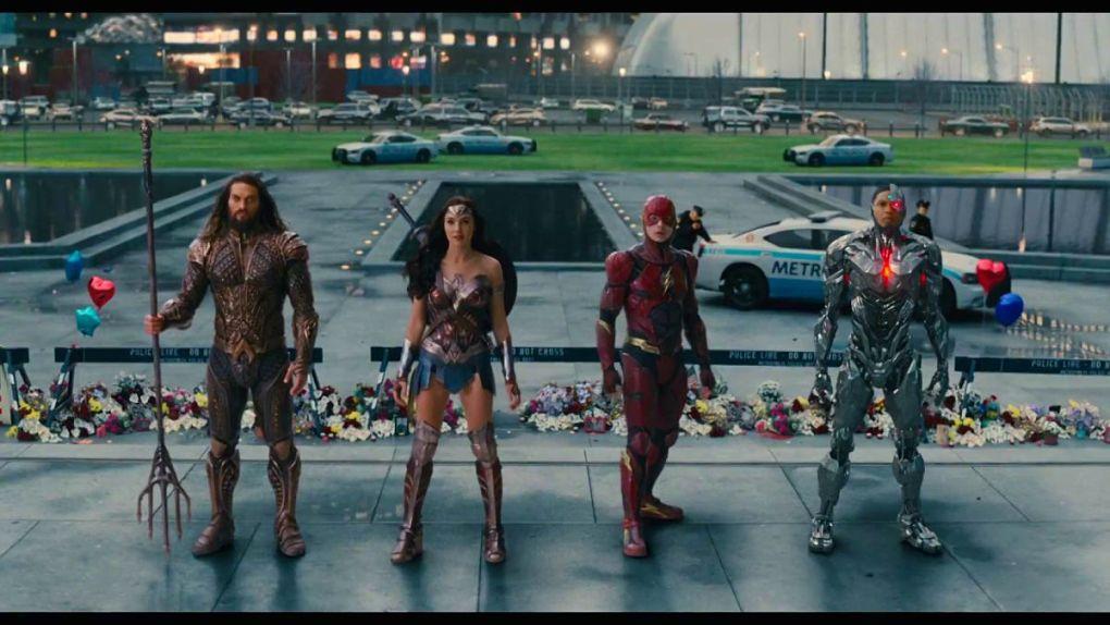 La Justice League (sans Batman) en visite à Metropolis