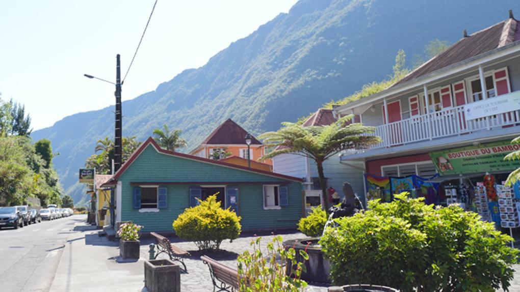 Le village d'Hell-Bourg et ses belles histoires créoles