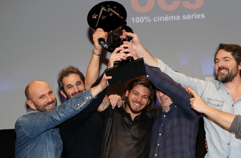 L'équipe de La Finale avec son trophée