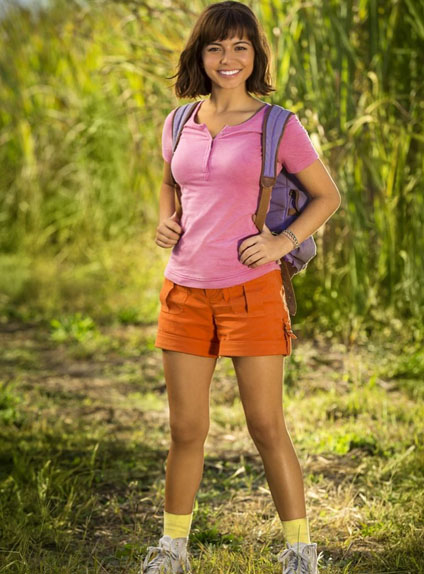 Isabella Moner dans le costume de Dora l'exploratrice