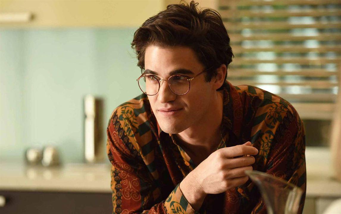 Darren Criss enfile les lunettes d'Andrew Cunanan pour American Crime Story