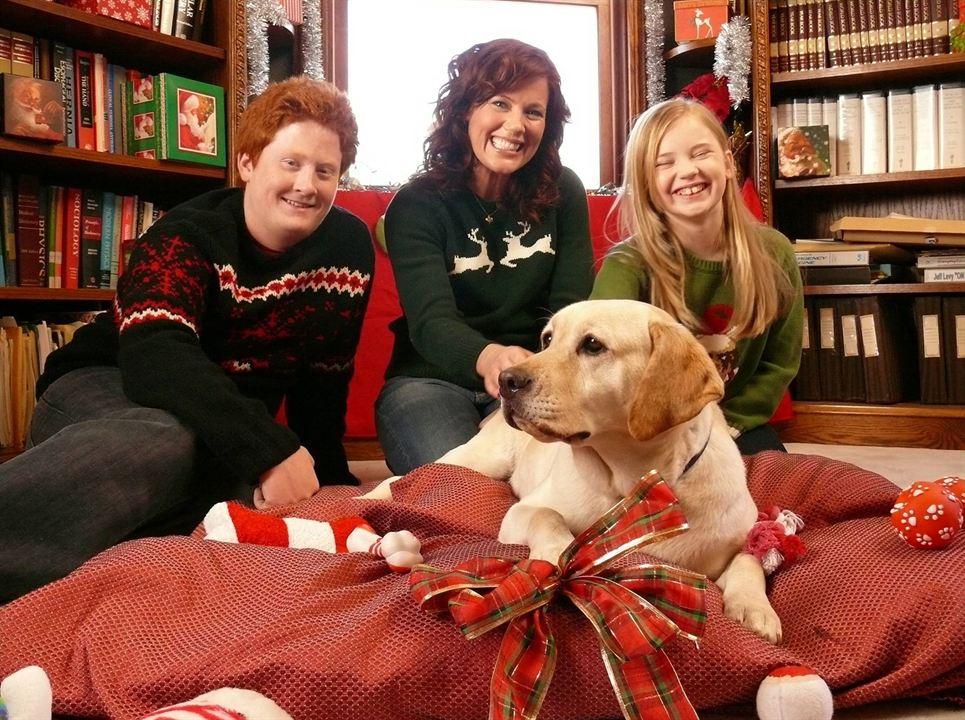 Le Chien qui a sauvé Noël : Photo Charlie Stewart, Elisa Donovan, Sierra McCormick