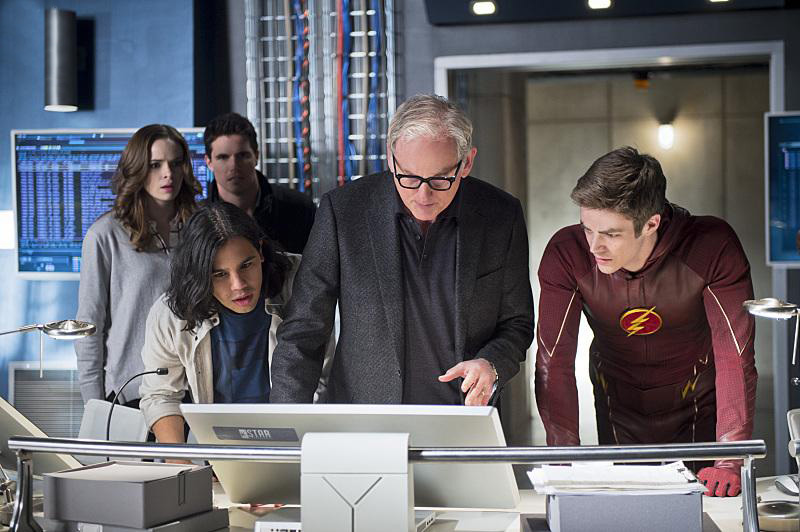 Photo Carlos Valdes, Danielle Panabaker, Grant Gustin, Robbie Amell, Victor Garber