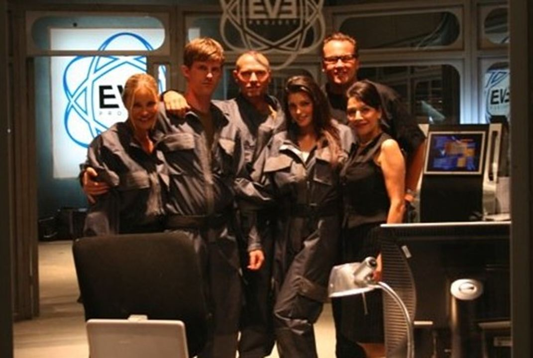 L'Equation de l'apocalypse : Photo Louise Cliffe, Marina Sirtis, Theo Cross