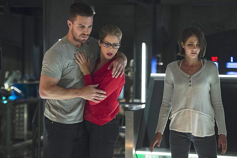 Photo Emily Bett Rickards, Stephen Amell, Willa Holland