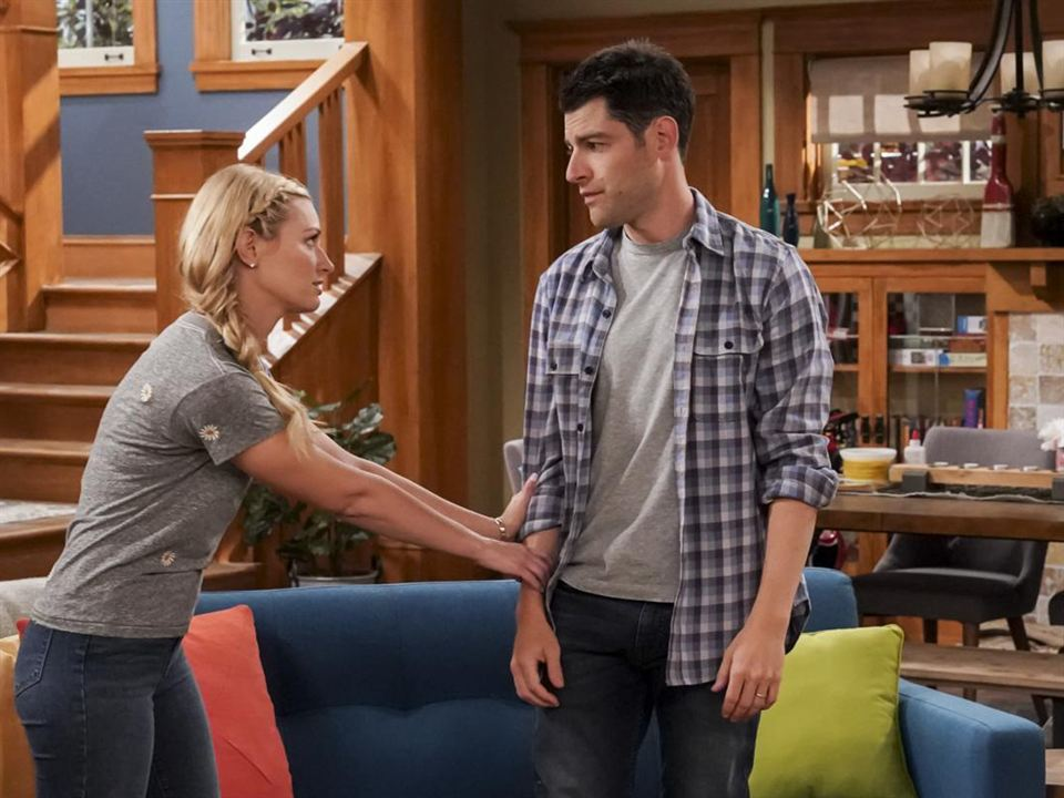 Photo Beth Behrs, Max Greenfield