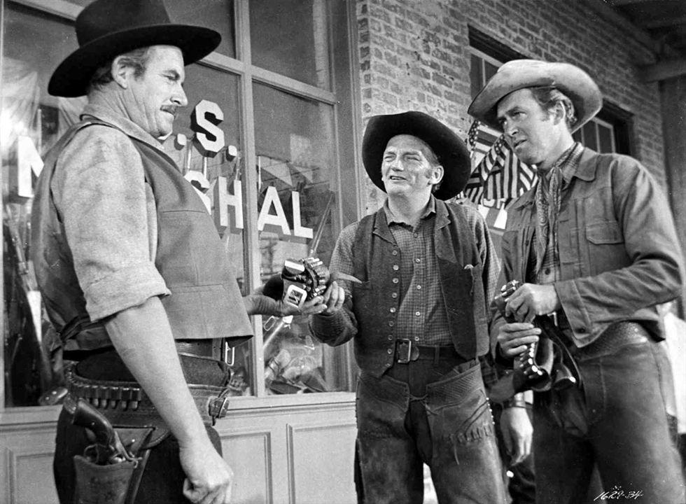 Winchester 73 : Photo James Stewart, Millard Mitchell, Will Geer