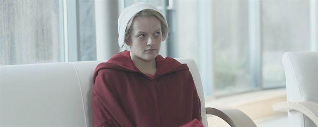 The Handmaid S Tale Elisabeth Moss Evoque La Saison 2