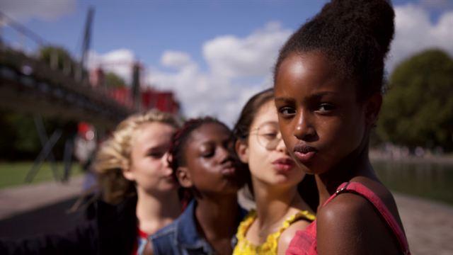 Netflix s'excuse pour sa promotion inappropriée du film de Maïmouna Doucouré — Mignonnes
