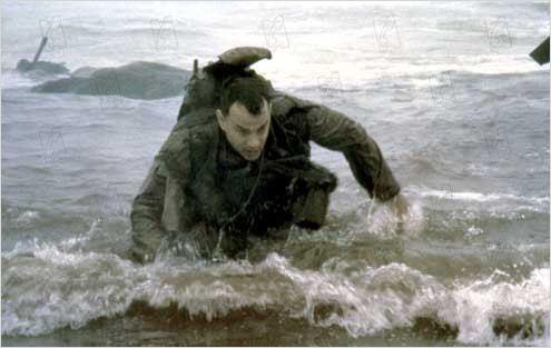 photo de tom hanks dans le film il faut sauver le soldat ryan photo 200 sur 249 allocin. Black Bedroom Furniture Sets. Home Design Ideas
