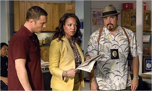 Dexter : Photo David Zayas, Desmond Harrington, Lauren Velez