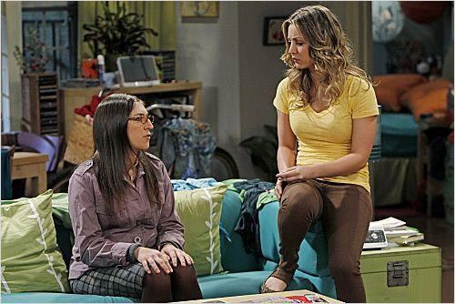 The Big Bang Theory : photo Kaley Cuoco, Mayim Bialik