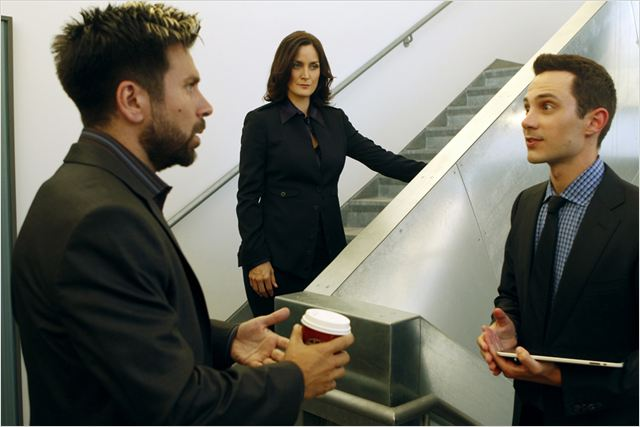Chuck : photo Carrie-Anne Moss, Ian Jensen, Joshua Gomez