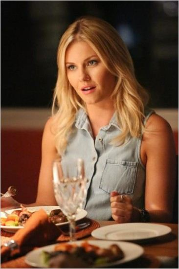Happy Endings : photo Elisha Cuthbert