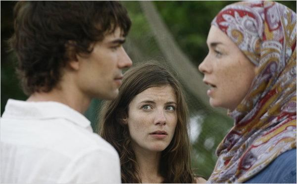 Photo Christopher Gorham, Devin Kelley, Julianne Nicholson