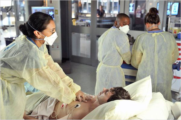 Saving Hope : photo Glenda Braganza, Joseph Pierre