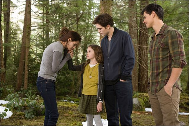Twilight - Chapitre 5 : Révélation 2e partie : Photo Bill Condon, Kristen Stewart, Mackenzie Foy, Robert Pattinson, Stephenie Meyer