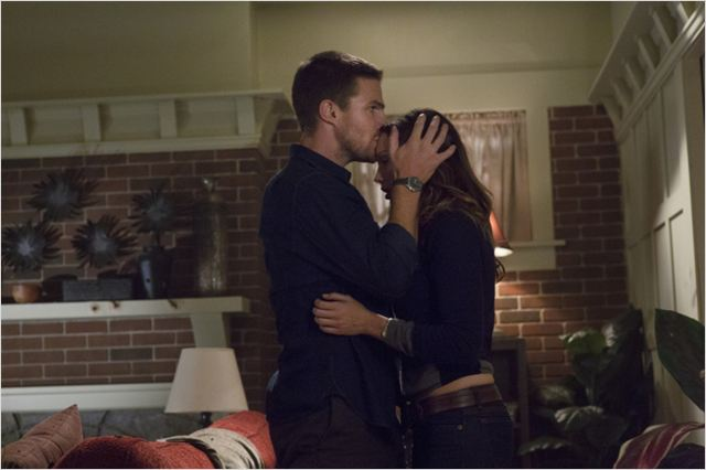 Arrow : photo Katie Cassidy, Stephen Amell