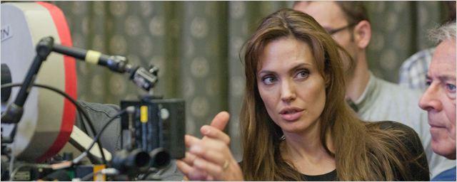 Angelina Jolie participe à une campagne britannique contre le viol