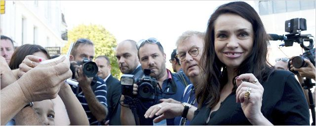 """Béatrice Dalle : """"On ne me parle que de 37,2 le matin, je crois que je n'aurais pu faire que celui-là !"""""""