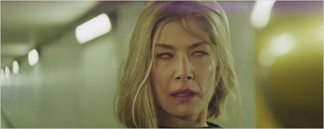 Rosamund Pike flippante en femme possédée dans un clip de Massive Attack