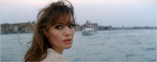 Angelina Jolie recrue de l'Air Force dans le biopic Shoot Like a Girl ?