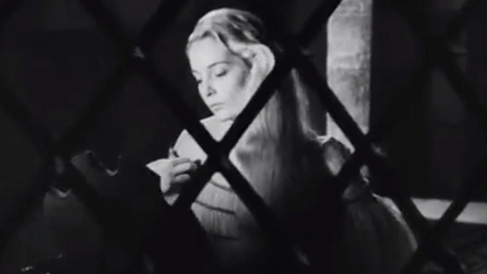 othello critique L'argument : à venise, des noces ont lieu en secret entre le maure othello,  général vénitien estimé par ses pairs, et la belle desdémone, fille du sénateur.