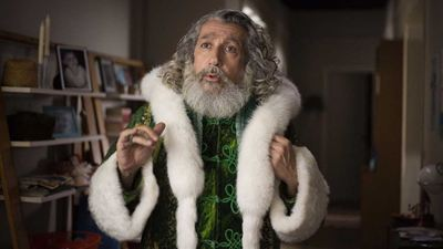 Santa et Cie : pourquoi le Père Noël est-il vert dans le film d'Alain Chabat ?
