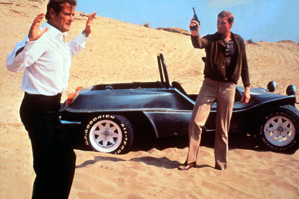 Roger Moore et Julian Glover