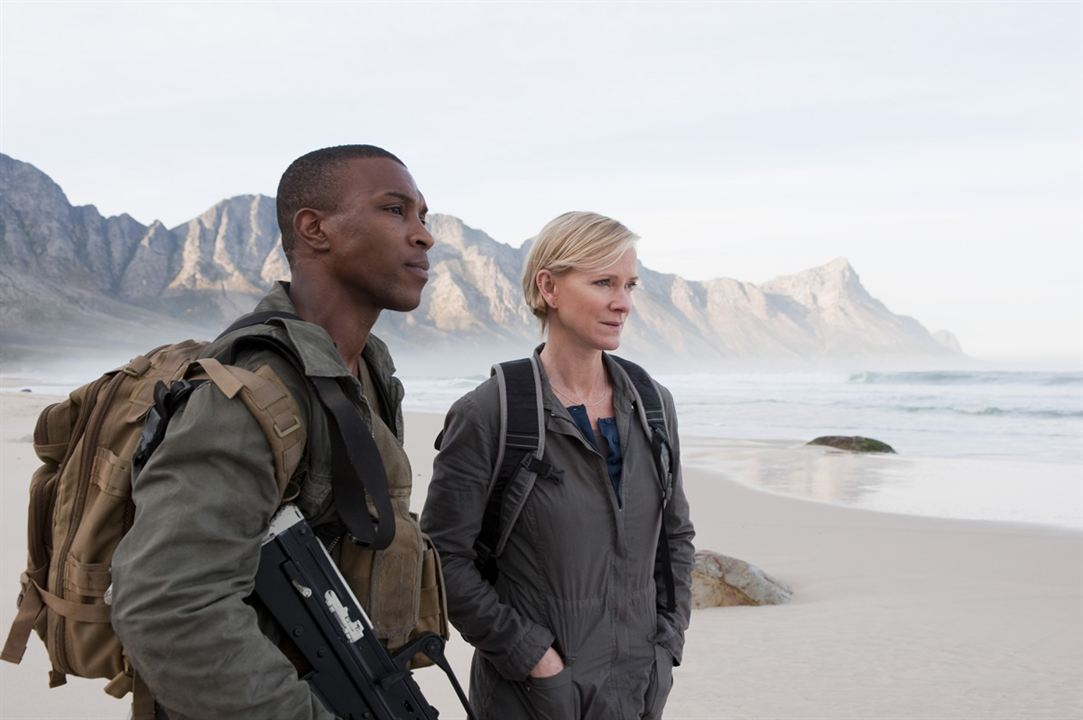 Outcasts : Photo Ashley Walters, Hermione Norris
