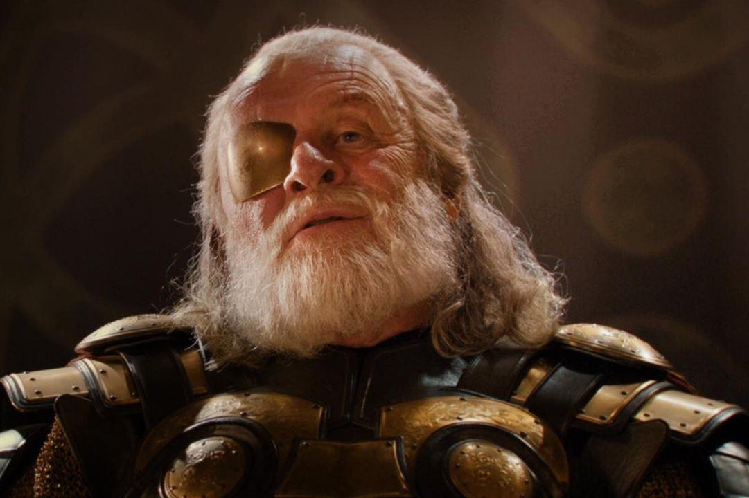"""Barbe de vieux sage et surtout de dieu pour Anthony Hopkins alias Odin, dans la saga """"Thor"""""""